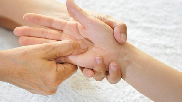 手部湿疹是什么原因导致的,如何处理?