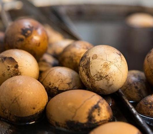 茶叶蛋有营养吗,有什么危害,白煮蛋和它一样吗?