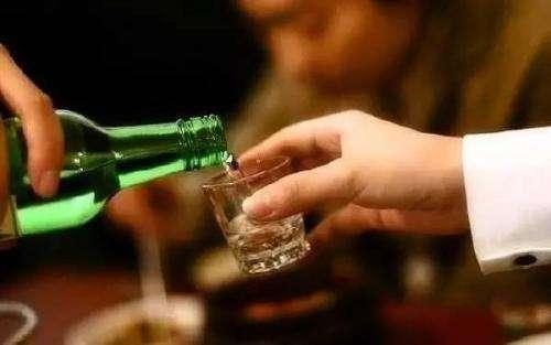 喝了酒后吃什么吐什么,酒后吃什么饭菜解酒最快还<a href=http://xuetangzaixian.com/s/yangwei/ target=_blank class=infotextkey>养胃</a>?