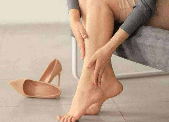 脚抽筋是什么原因,抽搐的病因,手脚抽筋警惕四种病!