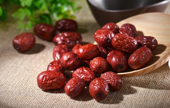 经期能吃红枣吗,量会不会增多,月经来了吃什么最好?