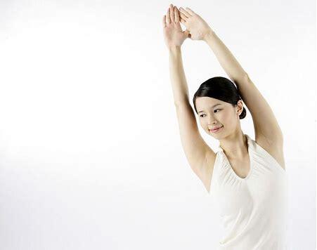 为什么肩膀会感到疼痛?肩膀痛怎么办?