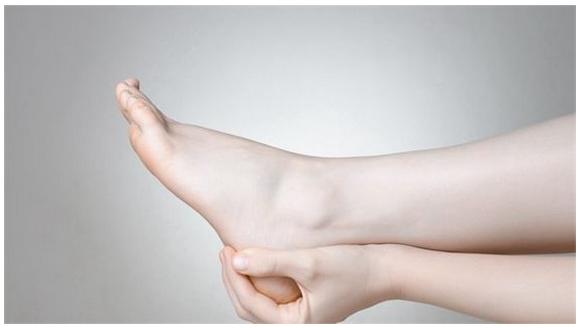 脚抽筋怎么办,是缺钙吗?游泳时腿抽筋怎么办?