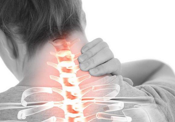 颈椎病的症状及治疗,早期症状,它会引起头痛吗?