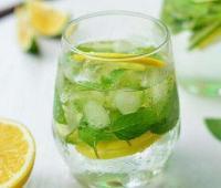 女人喝苏打水的好处与坏处,苏打水有什么减肥的作用吗?