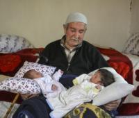 土耳其85岁老人再当爹 喜得一对双胞胎(图)