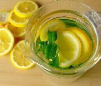 新鲜柠檬泡水喝的害处