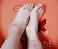 用什么泡脚好 泡脚水里加一宝肾越来越强