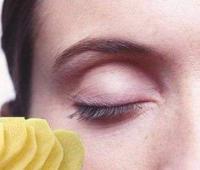 眼睛哭肿了怎么快速消肿,第二天能够自己消肿吗?