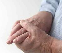 老年人手抖是怎么回事 或是疾病的先兆