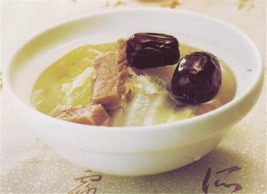 白菜红枣肉汤的制作方法