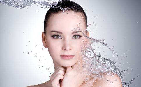 如何滋润敏感肌肤