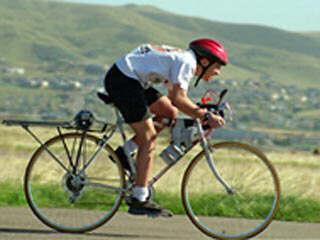 你能骑自行车倾斜你的腿吗