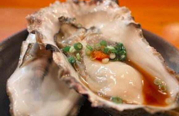 牡蛎不能和任何东西一起吃。