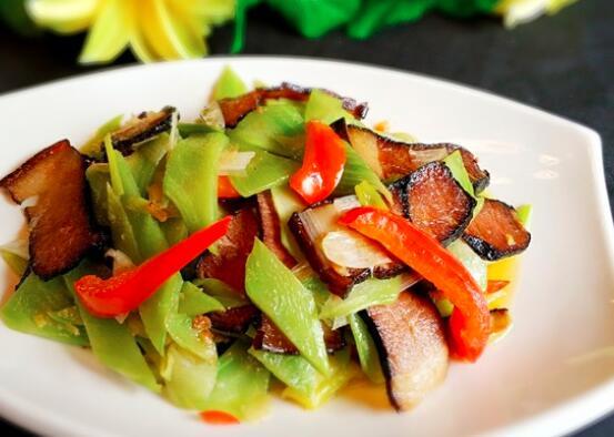 如何用绿竹笋烹制腊肉