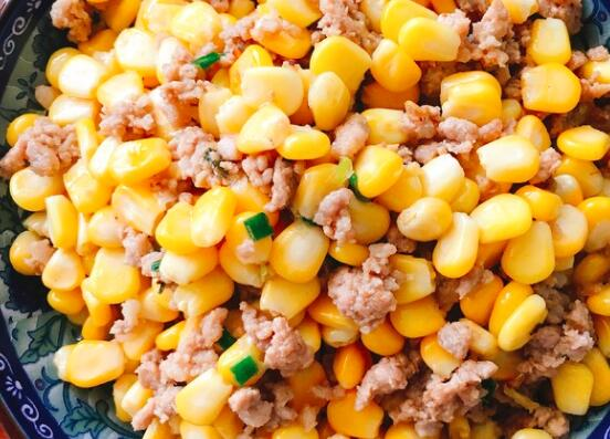 如何用玉米粒和肉馅做成一顿美餐
