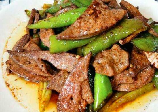 怎样炒酸菜、胡椒和猪肝