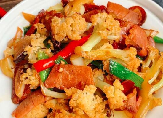 如何在煎锅里煮菜花虾